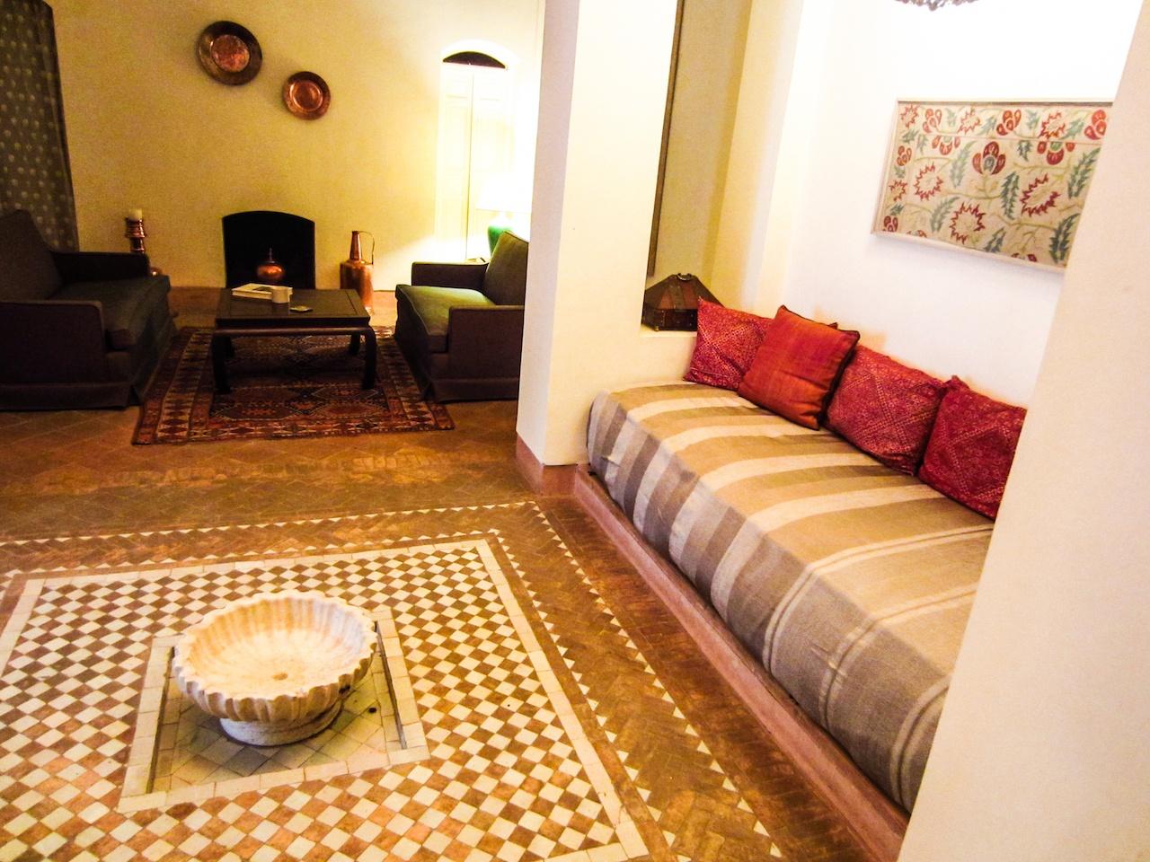 http://www.riyadelcadi.com/wp-content/uploads/2015/11/Suite-Ottomane-Living-Room-©-Paula-Sweet-e1448365883230.jpg