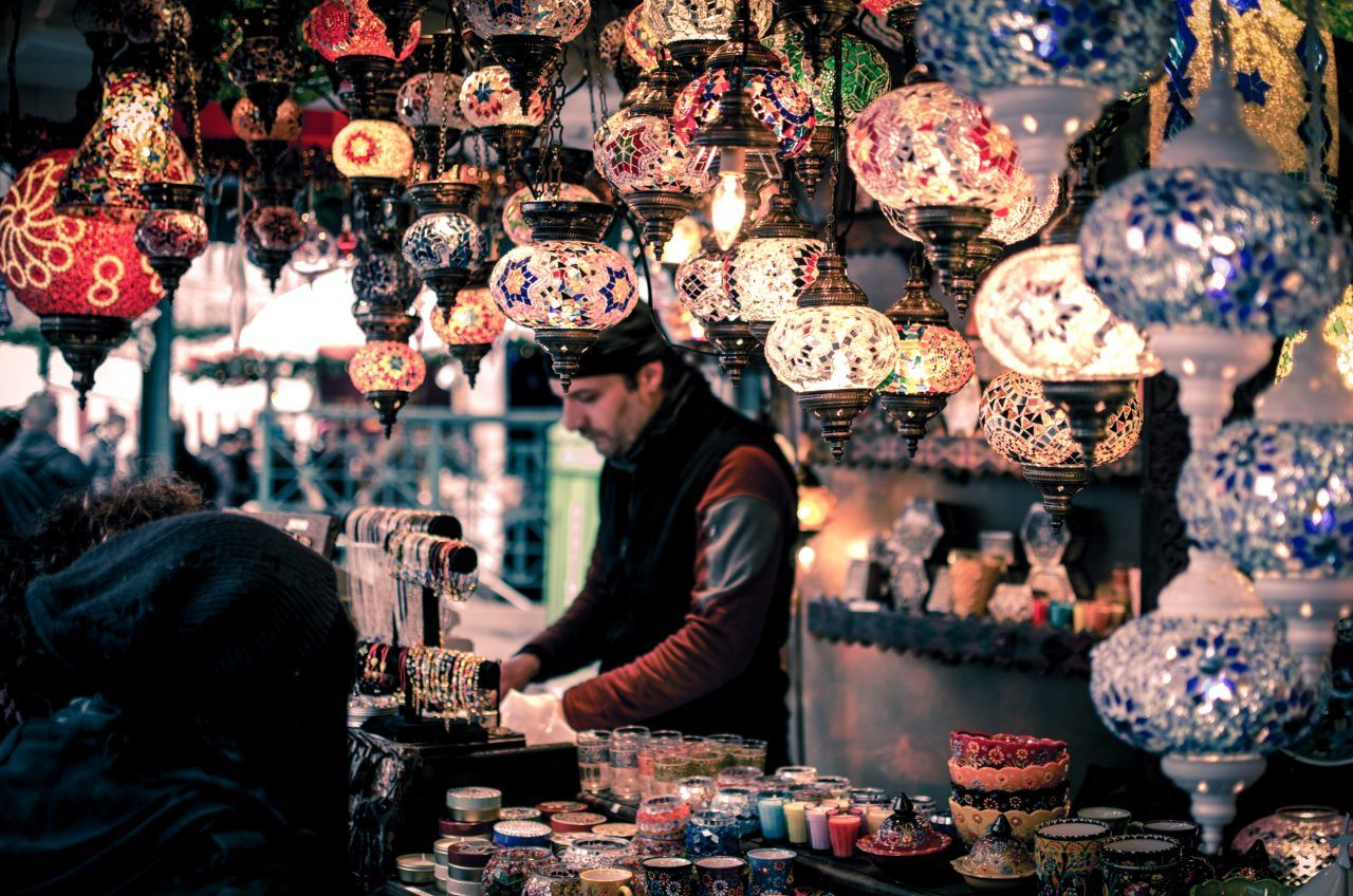 Marrakech-People-Souq-wei-pan-128228-unsplash